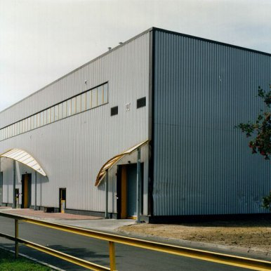 Production hall of tyre plant with business centre for TC Dębica (Grupa Goodyear)