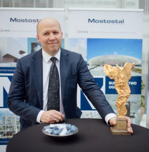 Mostostal Warszawa with the golden statuette of Builder of Polish Sports